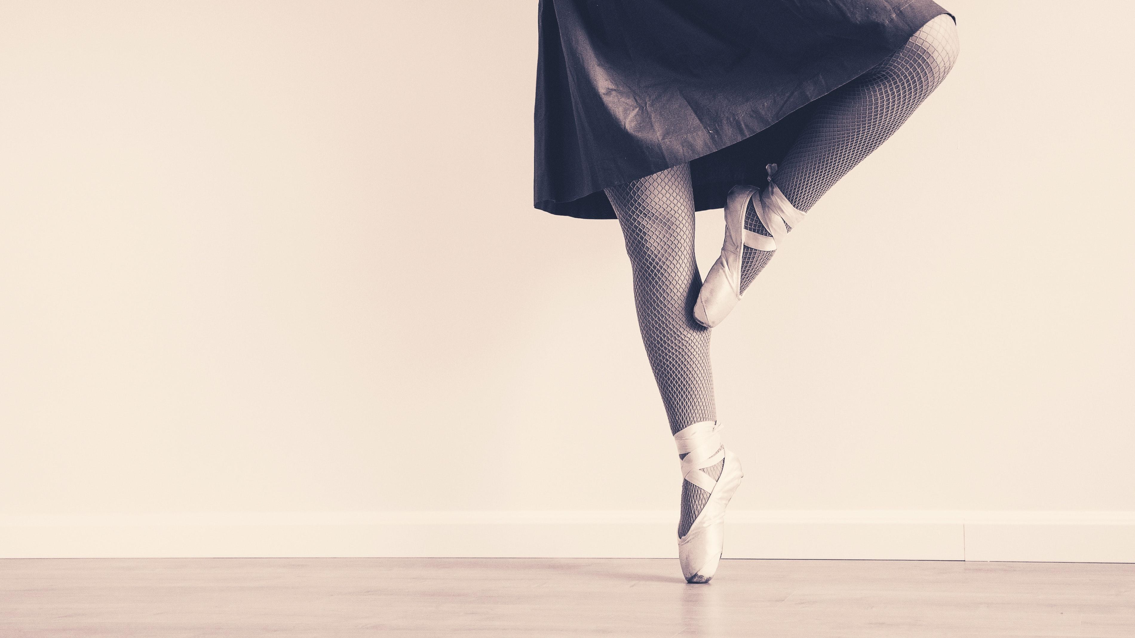 ballet-ballet-dancer-black-and-white-163379.jpg